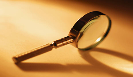 Magnifying_glass_on_side